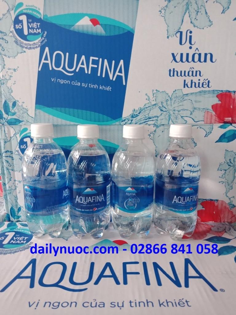 Thùng nước suối aquafina 350ml thùng 24 chai có giá 88.000VNĐ/ thùng