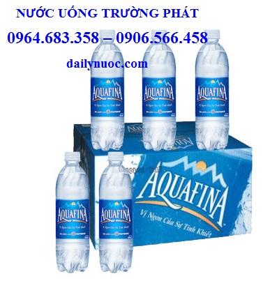 Thùng nước suối aquafina 500ml 24 chai có giá 98.000VNĐ/ thùng