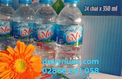 Thiết kế chai nước Lavie 350ml nhỏ gọn, tiện lợi